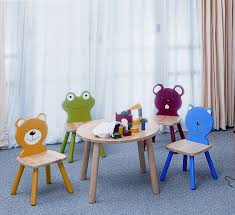 children s wooden giraffe chair by pintoy 60 05909
