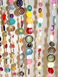 Hiasan dinding dari kertas saat ini sedang popular sekali karena cara membuat hiasan dinding kamar buatan sendiri dari kertas sangatlah mudah. 7 Ide Tirai Pintu Rumah Ramah Lingkungan Dari Barang Bekas
