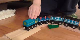 detailed review of melissa doug deluxe wooden railway set
