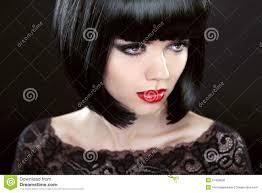 Femme De Brune Avec Les Cheveux Courts Noirs Coupe Coiffure