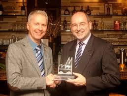 Wolfgang Wendelmann erhält von Ralph Sterck den Friedrich-Jacobs-Preis In seiner Laudatio hob FDP-Fraktionsgeschäftsführer Ulrich Breite, der das Projekt ... - fjp13-3mittel