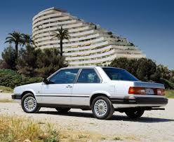 volvo cars 1980s. though the 780 shared no body panels or trim with other cars in volvo lineup, under its bertone-designed skin car relied largely on 760 1980s