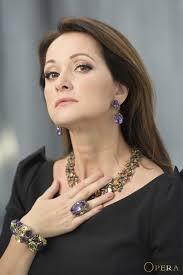 Заслуженная актриса России Ольга Кабо снялась в ювелирных украшениях opera для журнала Актуальный образ жизни