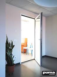 the soundproof door has to be chosen not for its aesthetics but especially for its sound insulating power that must result very similar to the average