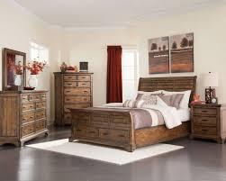 Queen Bed Bedroom Set Coaster 203891q Set Elk Grove 4 Pcs Vintage Bourbon Queen Bedroom Set