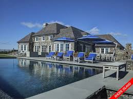 45million this gorgeous estate on newportu0027s ocean drive works out at a whopping 5846 infinity pool united states12 infinity
