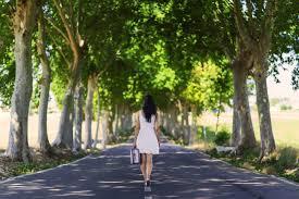 「歩く 女性」の画像検索結果