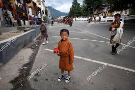 Frayer Boy Young Local Bhutanese Boy Waits Catch Glimpse Editorial