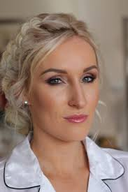 helen is an experienced makeup artist with over 20 year s experience and a speciality for bridal beauty though she also has experience in editorial shoots