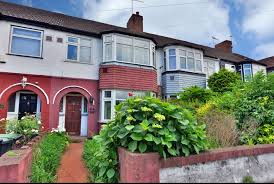 Guide Price £315,000, 3 Bedrooms, House, Under Offer