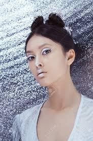 創造的な芸術のメイクアップやヘアスタイルアジアの若い女性の肖像画