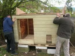 mise en place de la façade et ajustement elle mence à ressembler à quelque chose la maison des poules dixit elona