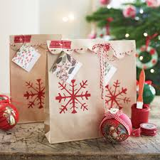 Gift-wrapping-ideas-for-Christmas-paper-bags