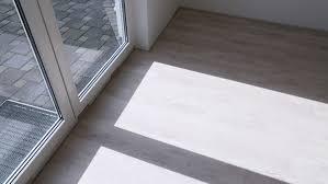 Damit kork seinen tolles aussehen für lange zeit behält, muss der bodenbelag aber regelmäßig gesäubert werden. Vinylboden Dehnungsfuge Worauf Ist Zu Achten Planeo