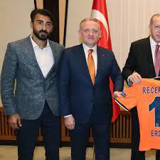Champions League: Istanbul Basaksehir - das Trikot mit der Zwölf ist für  Erdogan reserviert - Champions League - Fußball - sportschau.de