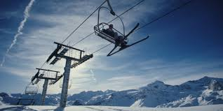 Crazy Chairlift Throws Off Riders After Losing Control VIDEO