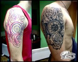 тату часы на плече фото татуировки в стиле блэк энд грей час 62579