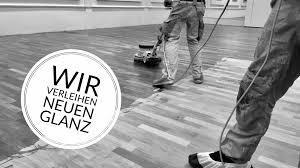 Fußböden haben außer dem gestalterischen auch einen funktionellen nutzen. Aufarbeitung Refreshing Parkett Dielen Und Vinylboden Bei Spechtparkett
