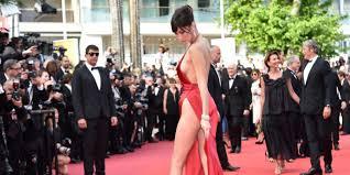 PHOTOS. Bella Hadid presque nue malgr sa robe sur le tapis rouge.