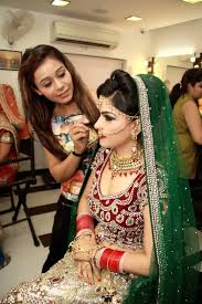 professional makeup artist courses available in mumbai prehensive