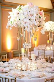 This is so elegant! #Centerpieces #Wedding I like the idea of a higher