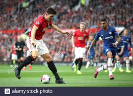 Harry Maguire von Manchester United (links) in Aktion Stockfotografie -  Alamy