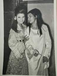أروى جودة تكشف عن صورة نادرة لوالدتها وخالتها صفاء أبو السعود .. توأم غير  متماثل