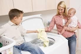 Kết quả hình ảnh cho cách cho quần áo vào máy giặt