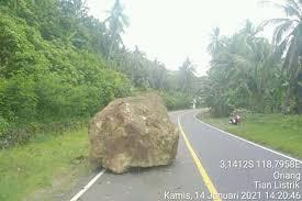 Gempa pertama mengguncang kabupaten jepara, jawa tengah pukul 05.54 wib dengan kekuatan magnitudo 6,1. Fakta Fakta Gempa Majene 14 Januari 2021 Bongkahan Batu Tutup Jalan Trans Sulawesi Berita Radar Radarcirebon Com