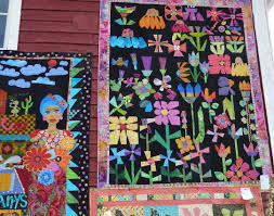Hudson's Holidays - Designer Shirley Hudson: Buggy Barn quilt show & I love these bright cheerful applique quilts! Adamdwight.com