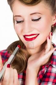 Fotka žena S Pin Up účes Použití červené Lipstic 175244012