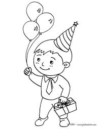 Coloriages Petit Gar On Avec Son Cadeau D Anniversaire Et 3 Coloriage Enfant Qui Dessine L