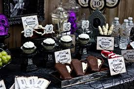 And my next party feature goes to this spooky HAUNTED MANSION HALLOWEEN  PARTY submitted by Danielle Arcese of Cutie Putti Paperie. Danielle threw  this party ...