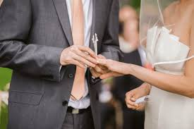 Best jewish wedding band with a dj, debois productions, is based in the beverly hills and los angeles area, provides event wedding bands los angeles: How To Choose Good Music For Your Jewish Marriage Ceremony Weddingvibe Com