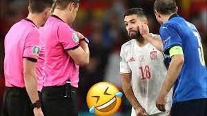 هزار كيلينى مع جوردى البا ، ضحك كيلينى والبا ، مباراة ايطاليا واسبانيا -  YouTube
