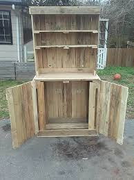 recycled pallet hutch