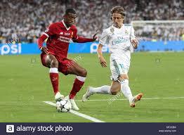 Georginio Wijnaldum von Liverpool und Luka Modric von Real Madrid in der  UEFA Champions League Finale