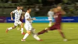 Lionel Messi: Schreckliches Foul gegen ...