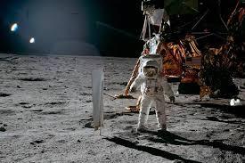 È svizzera la prima bandiera dispiegata sulla Luna