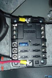 clean 12v fuse block accessory install w pics toyota fj cruiser cutting the excess wire off to the desired length crimped elect connectors on the ends of both wires then hooked them up then placed the fuse block