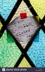 Keep door closed sign Stock Photo: 90431170 - Alamy