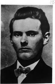 Jesse James est sans contredit le hors-la-loi américain qui a fait couler le plus d'encre. On pourrait aussi ajouter à cet encre plusieurs bobines de films, ... - james-jesse-04
