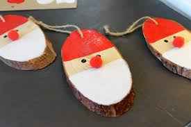 Wood Slice Santa Ornament for your Christmas Tree - a quick and easy  holiday craft idea
