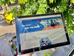 VNPT sẽ hỗ trợ 37.000 máy tính bảng cho học sinh, sinh viên vùng dịch - Báo  Người lao động