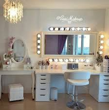 Best lighting for makeup vanity Mirror Review Of Top Dream Beauty Room Designs From The Best Beauty Bloggers susimakeup Exemplifies Professional Creative Space For Herself And Her Clients Gelane The Beauty Room susimakeup Dream Beauty Room Review Jennas