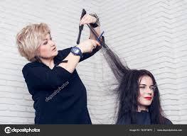 美容室女髪をカット ストック写真 Alterphoto 143373673