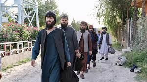 طالبان تدعو سكان المدن إلى الاستسلام لتجنب المعارك وتحذر أنقرة من إبقاء  قوات لها في أفغانستان