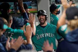 Mariners inch closer in wild-card chase ...