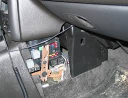 saturn s series questions turning signals & fuses cargurus 2006 saturn ion fuse box location at Saturn Ion Fuse Box Location