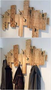 wall hanging made using wood pallets